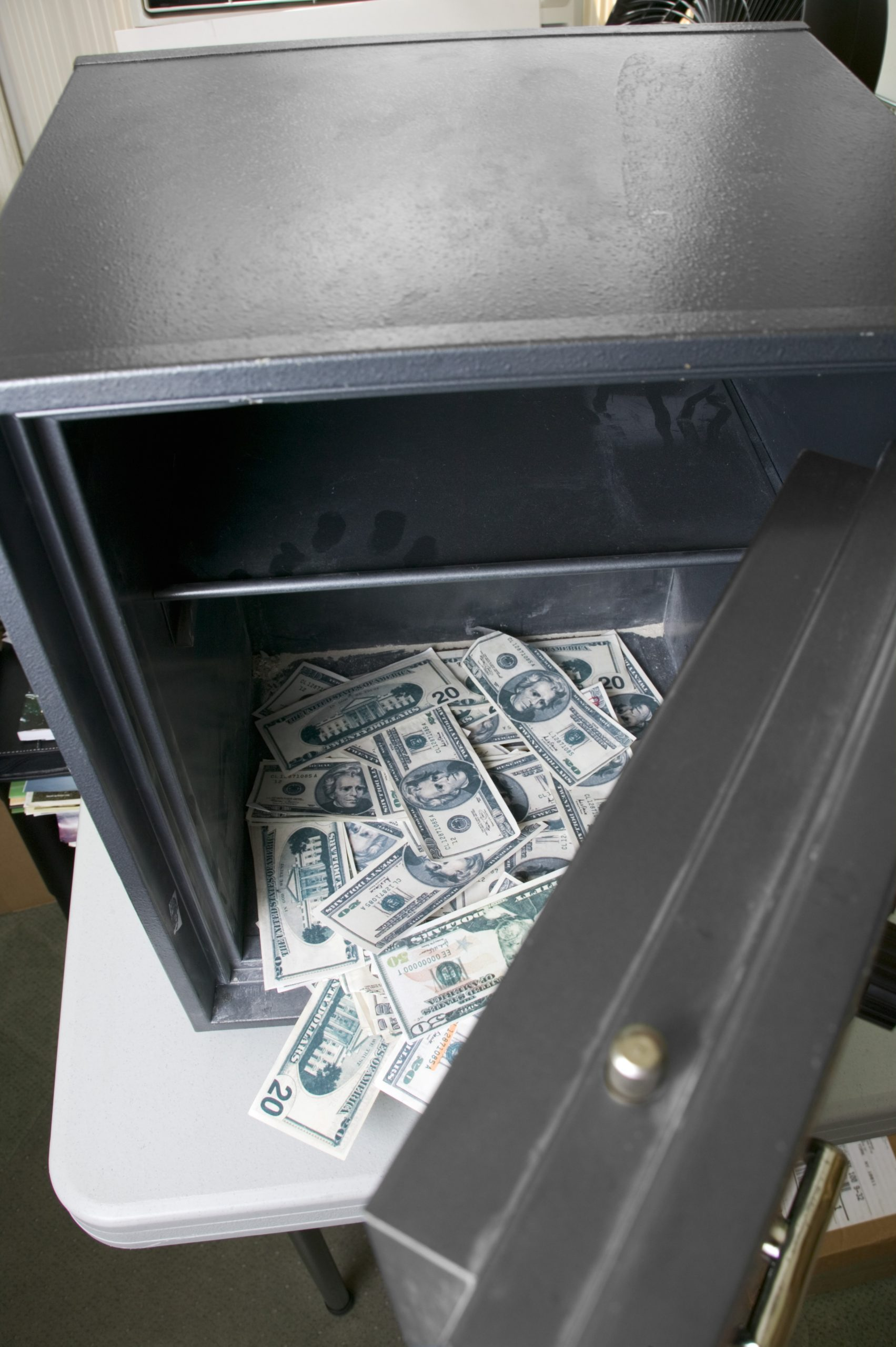 Lucky Thief Steals $13,000 from Washington State Casino After Crawling to Unlocked Safe